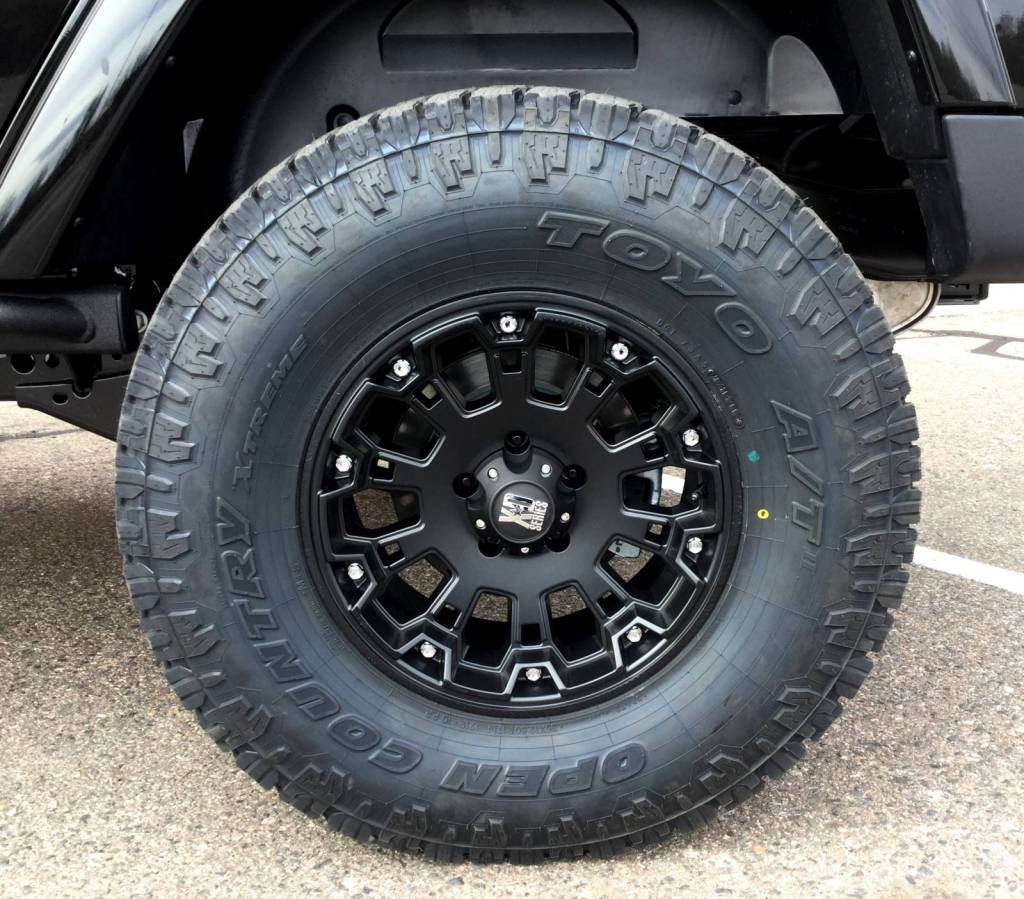"""2007 Dodge Ram 1500 Black >> Photo Gallery - 2016 AEV 3.5"""" Suspension, 35"""" Toyo Open Country AT 2 Tires"""