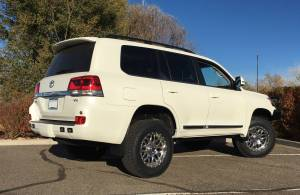 "2016 Toyota Land Cruiser OME Suspenion 33"" Nitto Terra Grapler Tires"