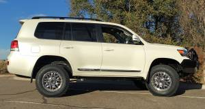 "HCP 4x4 Vehicles - 2016 Toyota Land Cruiser OME Suspenion 33"" Nitto Terra Grapler Tires - Image 6"